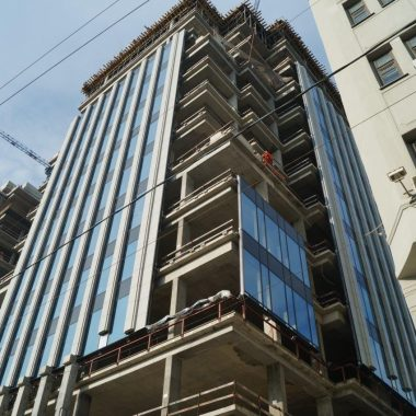 Laying of glass façade