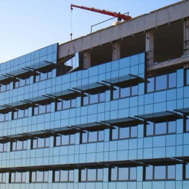 Construcción de edificios con fachada de vidrio